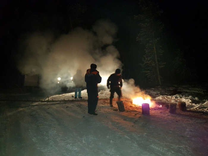 ZOfsE1PR В Якутии микроавтобус УАЗ провалился под лед