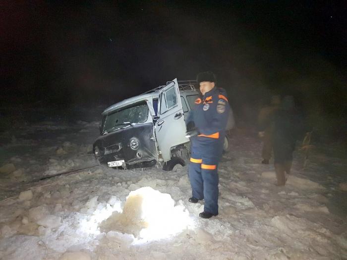 efLmaL6y В Якутии микроавтобус УАЗ провалился под лед
