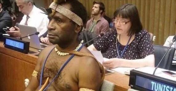 WPv1fUdg Посол-папуас пришел на саммит ООН без трусов