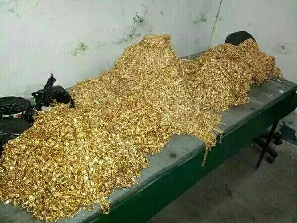 XpBRfVW0 У следователя нашли бункер с золотом и автомобилями