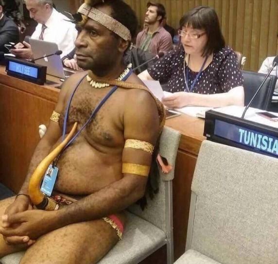 ooWO3gtU Посол-папуас пришел на саммит ООН без трусов