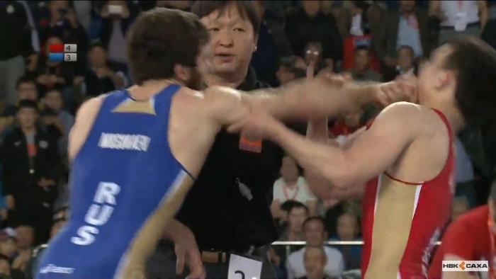Rb3cwAS6 На чемпионате России по вольной борьбе произошла потасовка