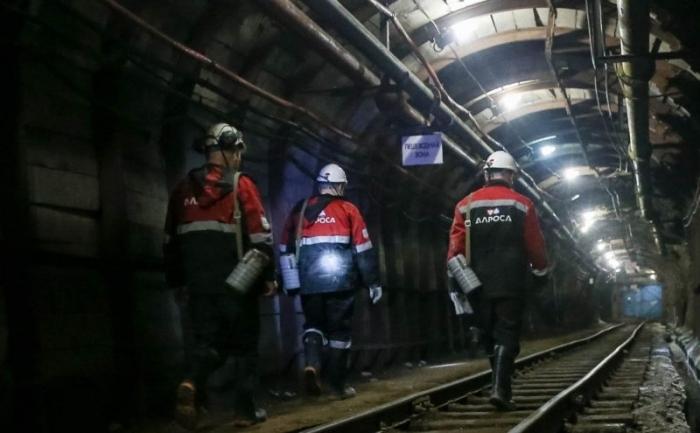 """yIsjHDh0 Фотофакт: На руднике компании """"АЛРОСА"""", где погибли горняки, появился странный силуэт"""