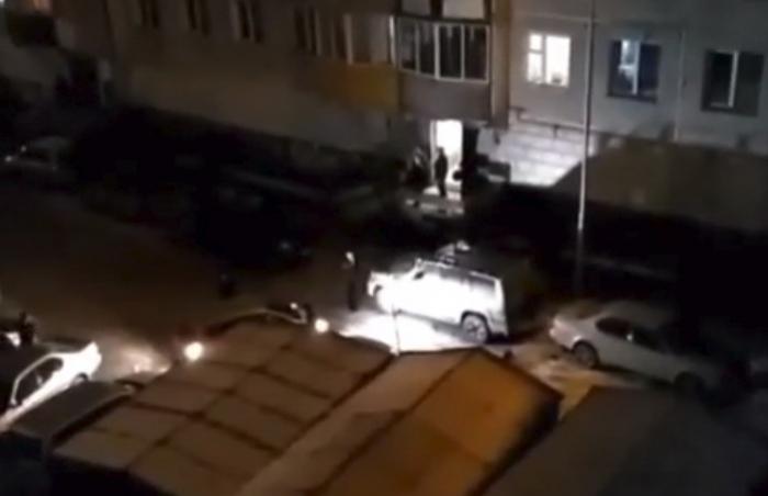 8D4dzg9w Видеофакт: В Якутске вопли женщины напугали соседей