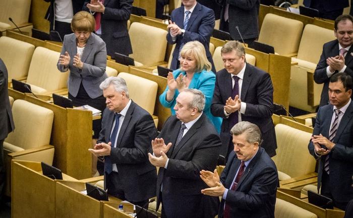 l8Cus7bZ Депутатам впервые за несколько лет повысят зарплаты