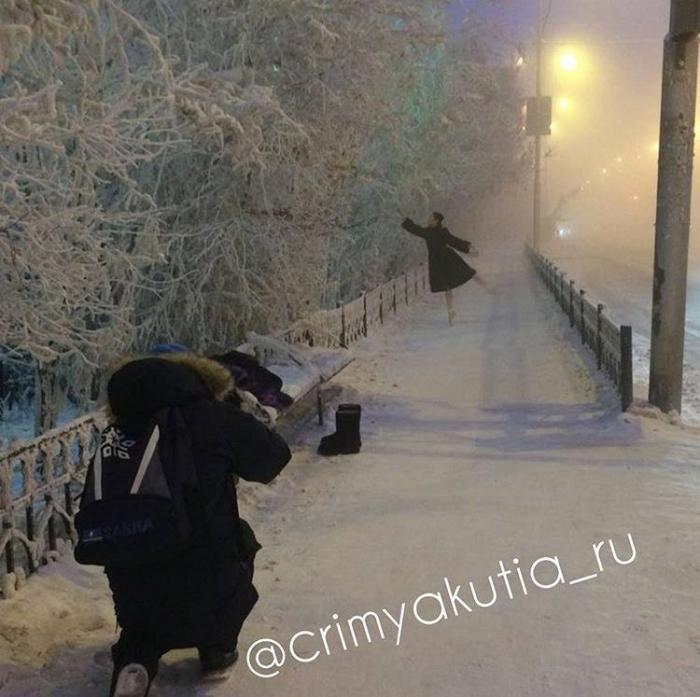 JV6jzuYC Фотофакт: В Якутии девушка в пуантах стоит на морозе в минус 41