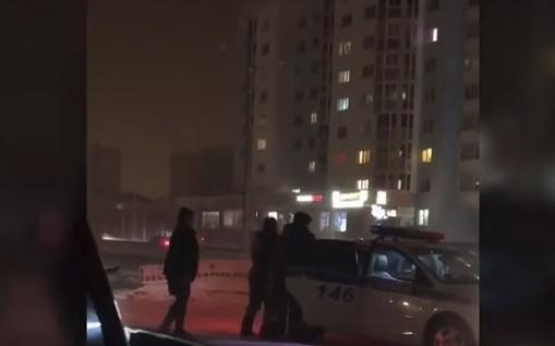 w1k9ahLV Видеофакт: В Якутске инспекторы ГИБДД применили силу в отношении водителя