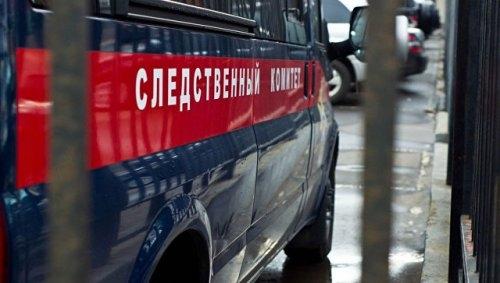 CcRbkt7E В Якутии пьяный изверг, отбирая у 9-летней девочки планшет, пнул ее ногой в живот