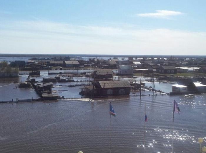 1Q3agYT6 Фотофакт в с. Октемцы: «Сначала мы пытались спасти вещи, дома, а сейчас ждем, только, когда вода уйдет»