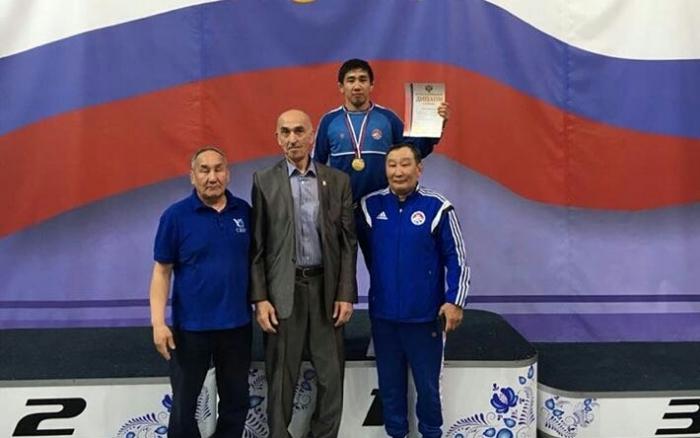 6lQcopbF Вольная борьба: Якутские студенты выиграли две путевки на чемпионат мира