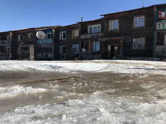CY3zbBcP В Якутии некогда процветавший поселок тонет в фекальных водах