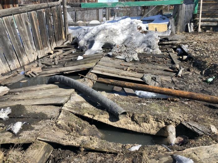 QGza1MtT В Якутии некогда процветавший поселок тонет в фекальных водах