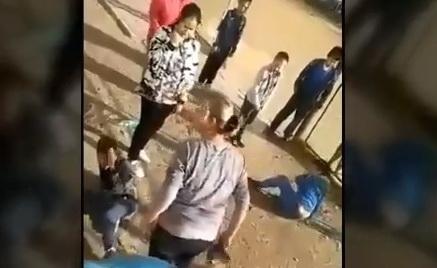 A9Cc6k5f В Якутске мать избила обидчиков своего сына