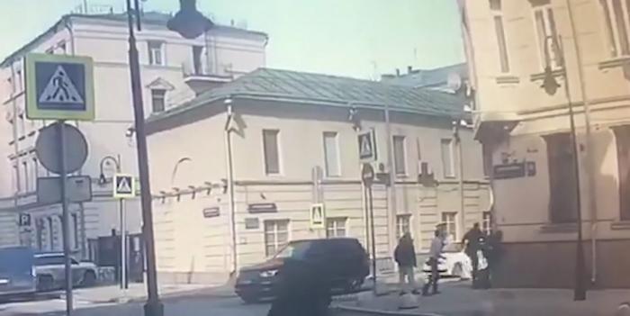 Из окна гостиницы в Москве выбросили 21 миллион рублей, привезённых из Чечни