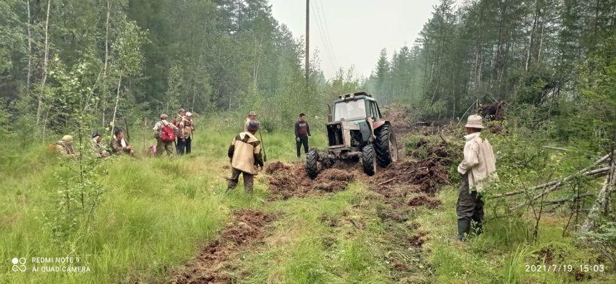 Жители маленького села в Якутии уже месяц противостоят огненной стихии