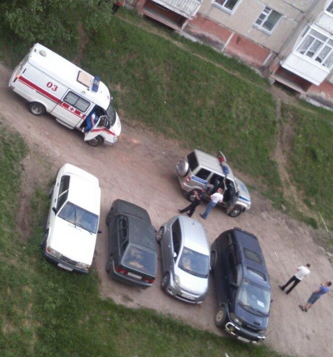 EONKXw5S Фотофакт: В Нерюнгри прохожие избили пьяного водителя